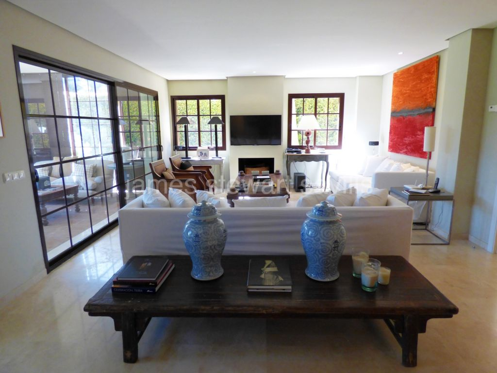 Sotogrande, 5 bedroom semi detached house in Los Granados
