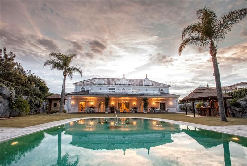 Sotogrande, Extraordinary villa with themed entertainment basement and cinema