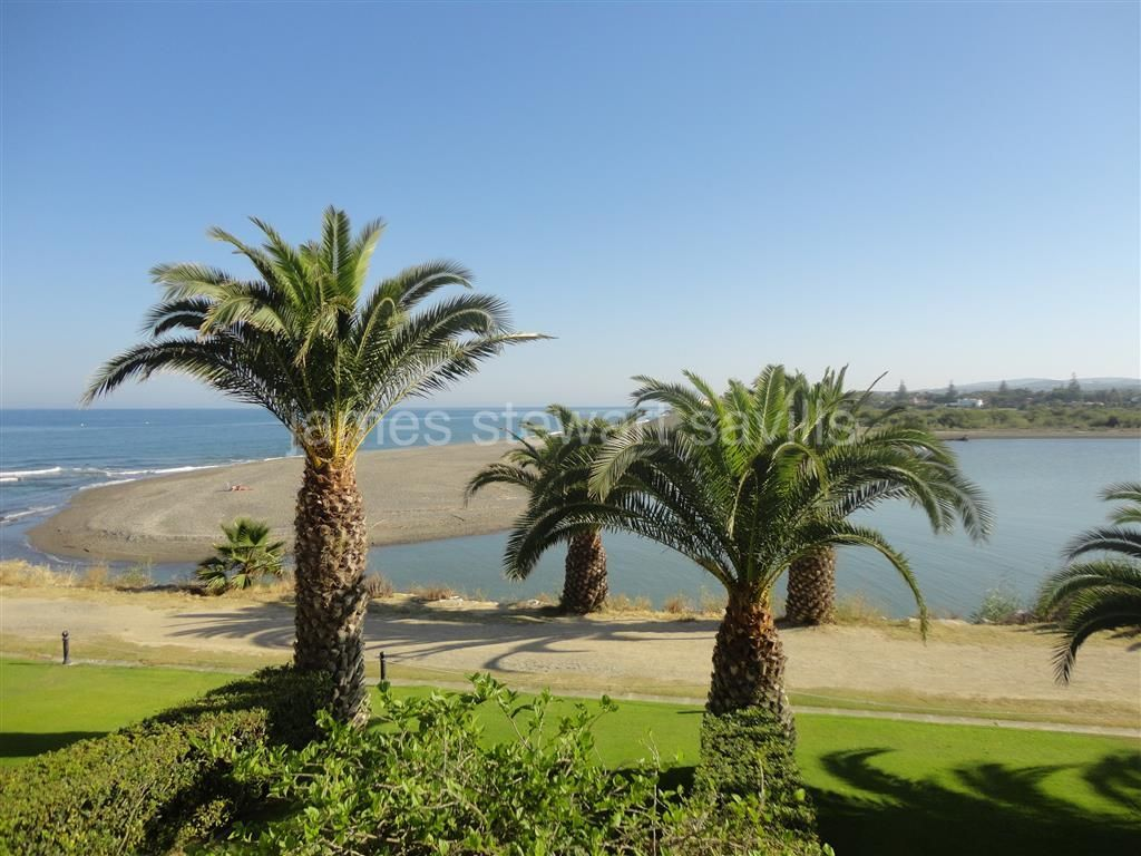 Sotogrande, Apartment for Sale in Paseo del Rio with unique Sea and Africa Views