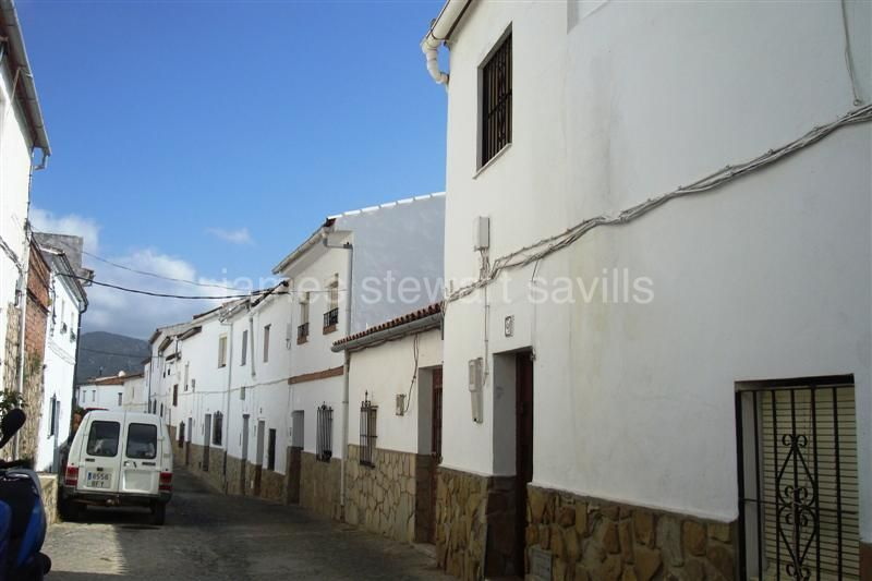 Jimena de La Frontera, Small village house in quiet area of Jimena de la Frontera.