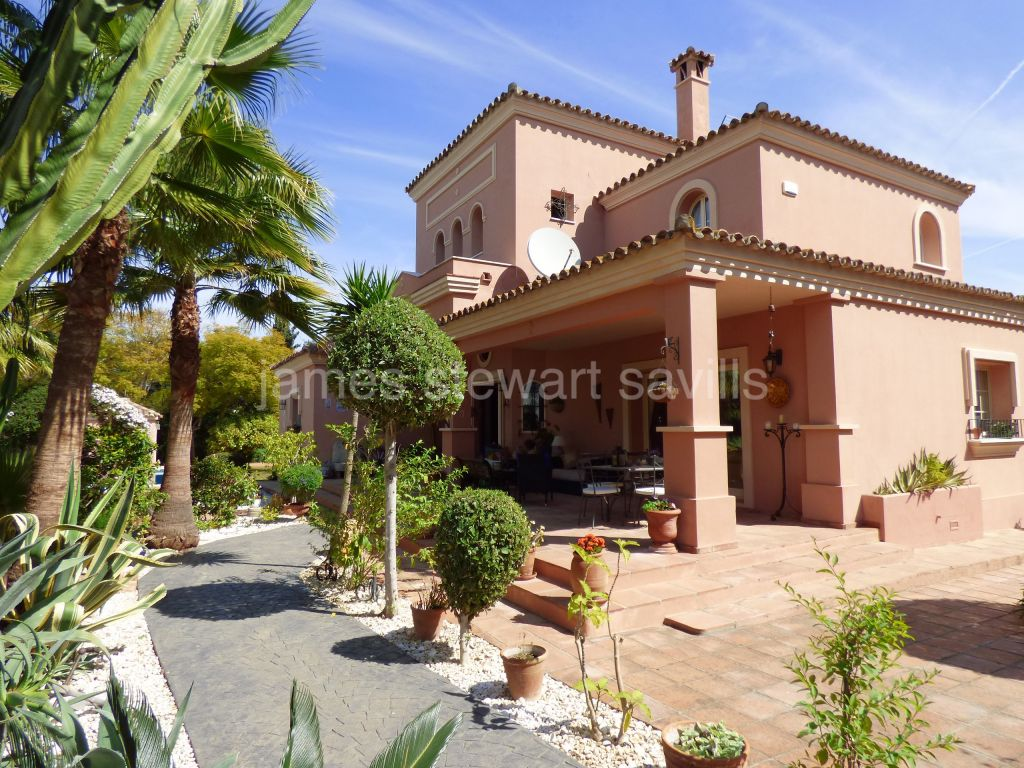 Sotogrande, Very charming villa full of character in the central area of Sotogrande Costa