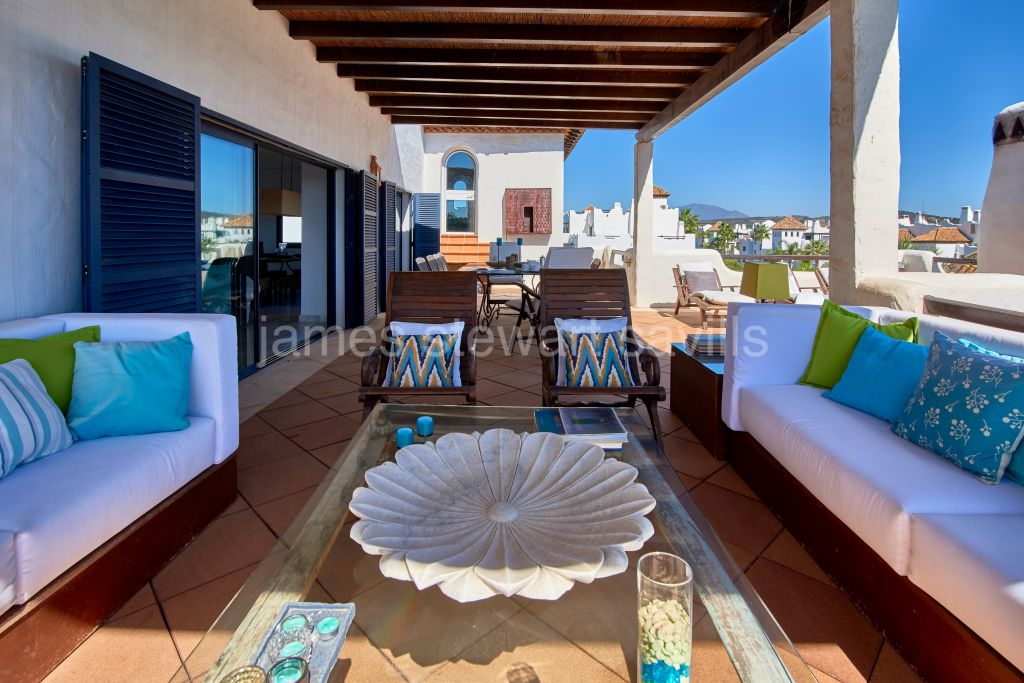Sotogrande, Spacious penthouse in El Polo de Sotogrande with river views
