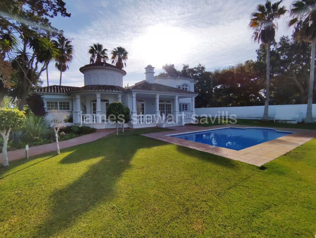 Sotogrande, Charming villa with a lovely feel in the A zone of Sotogrande Costa