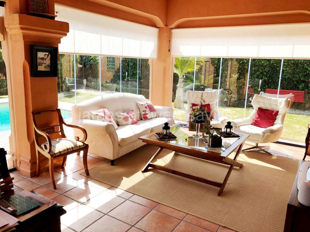 Sotogrande, Spacious semi-detached house in El Casar with 32m2 private pool