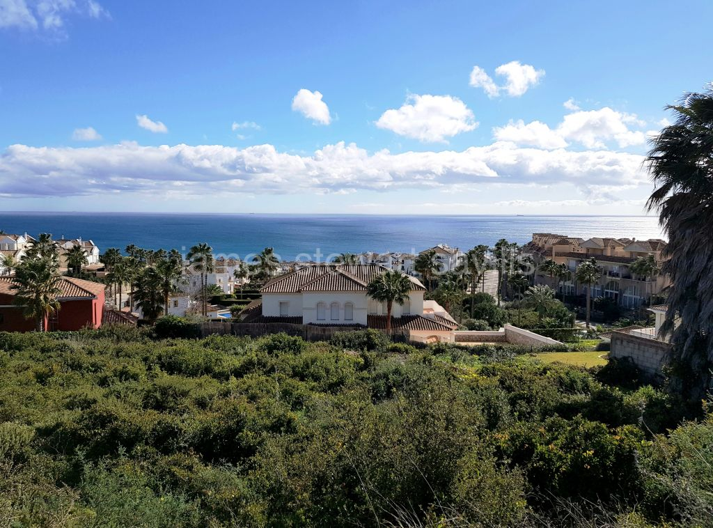 Alcaidesa, Triple plot for sale with great sea views in Alcaidesa