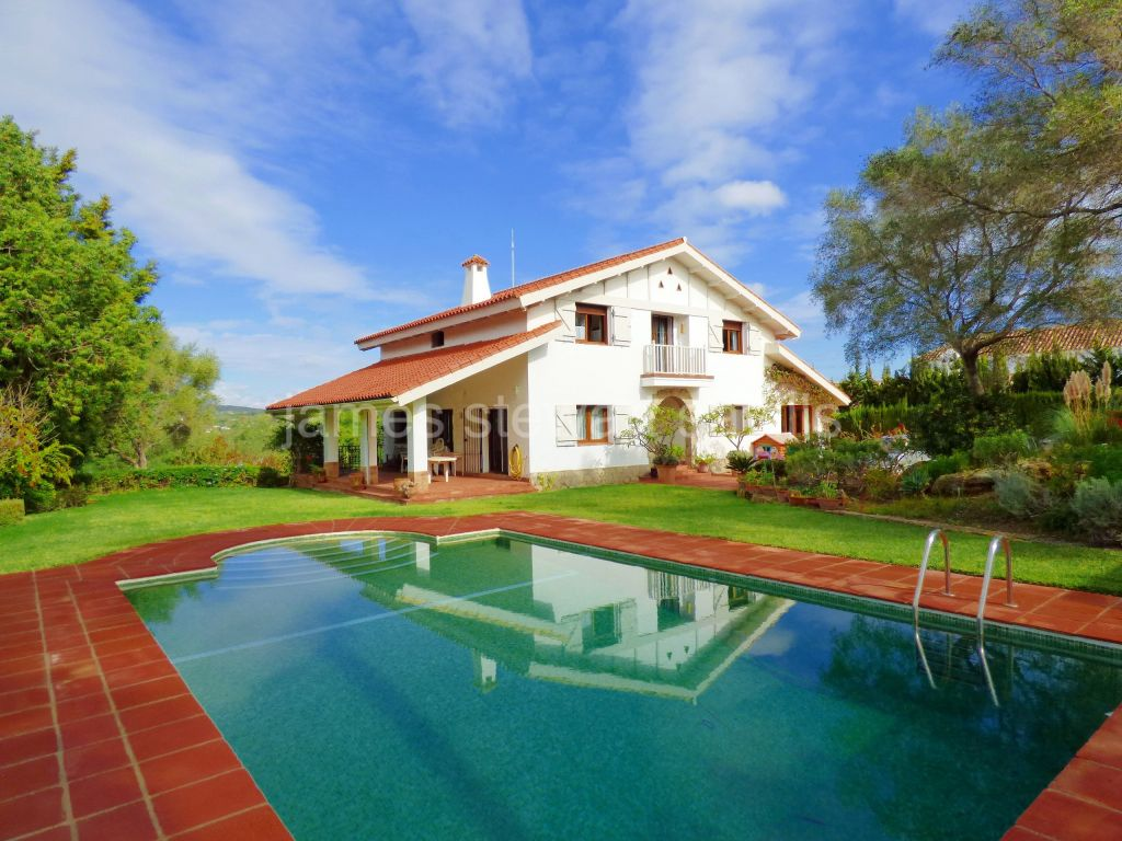 Sotogrande, Great family home in the style of a Basque farmhouse in Sotogrande alto