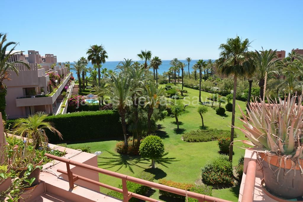 Sotogrande, Fantastic beachfront duplex apartment in Sotogrande