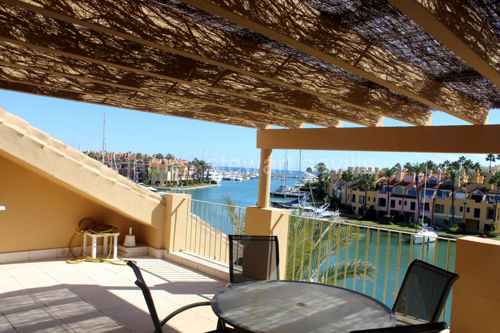 Sotogrande, 2 bedroom apartment with the best views of the Marina de Sotogrande.