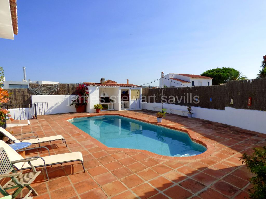 Pueblo Nuevo de Guadiaro, Great family home with pool and separate apartment close to the centre of Pueblo Nuevo