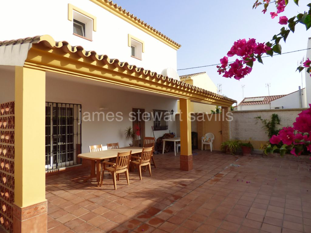 Pueblo Nuevo de Guadiaro, 3 bedroom family home with patio