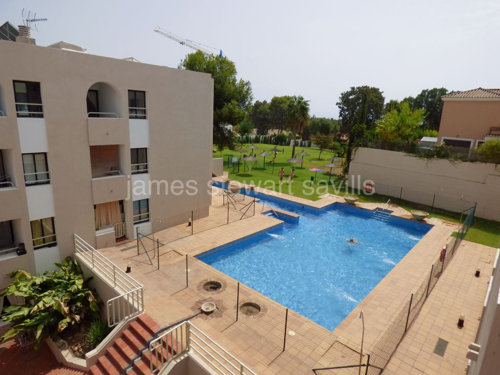 Sotogrande, Excellent condition studio apartment with kitchen