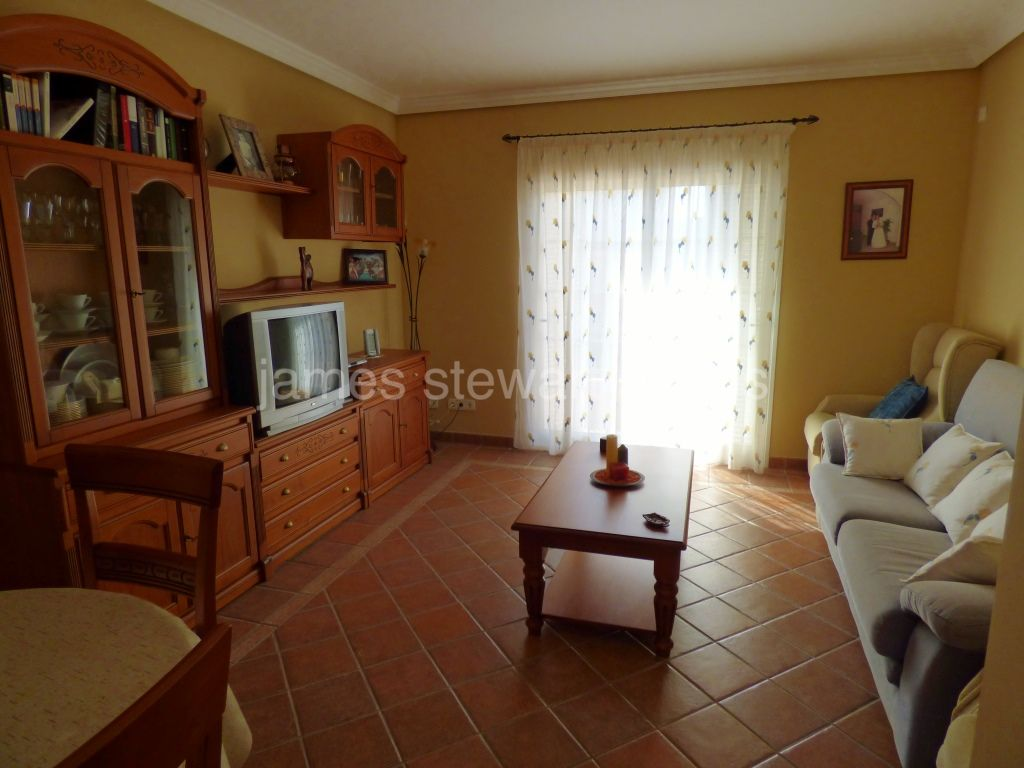 Pueblo Nuevo de Guadiaro, Excellent village house currently split into 2 apartments