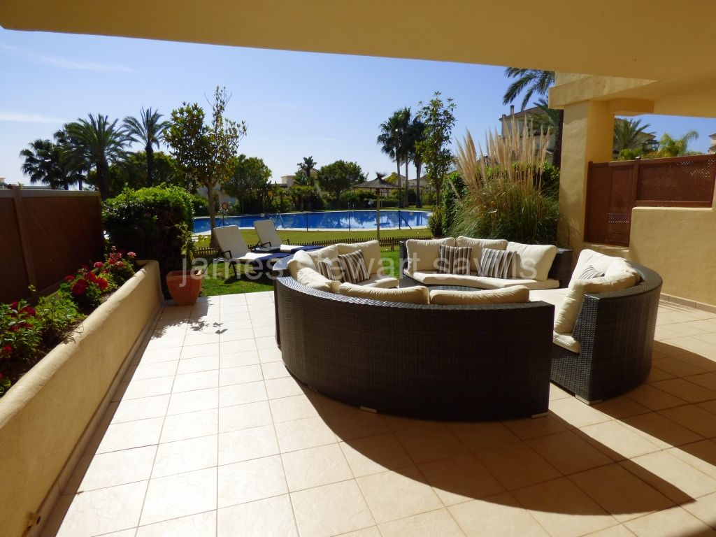 San Roque, Excellent garden apartment in the San Roque Club Mansions