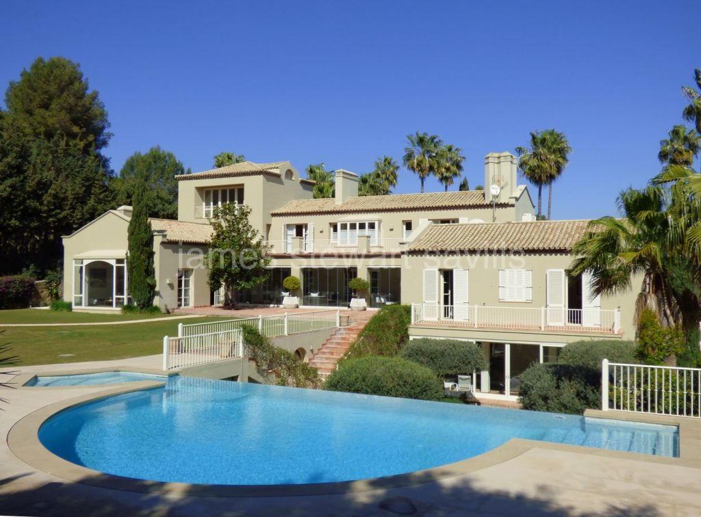 Sotogrande, EXCLUSIVE - Fabulous modern spacious villa with indoor pool
