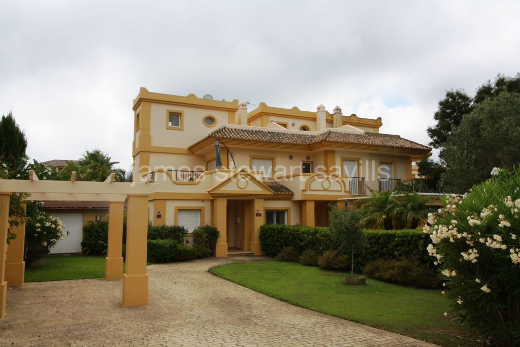 Semi detached houses for sale in San Roque