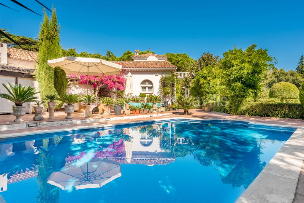 Sotogrande, Beautiful classic cortijo style villa with immense charm