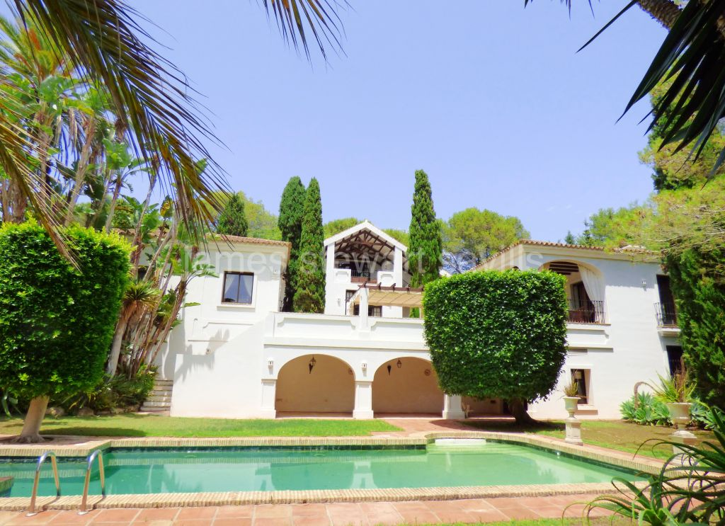 Sotogrande, Large villa in a prestigious area of the D zone of Sotogrande Central
