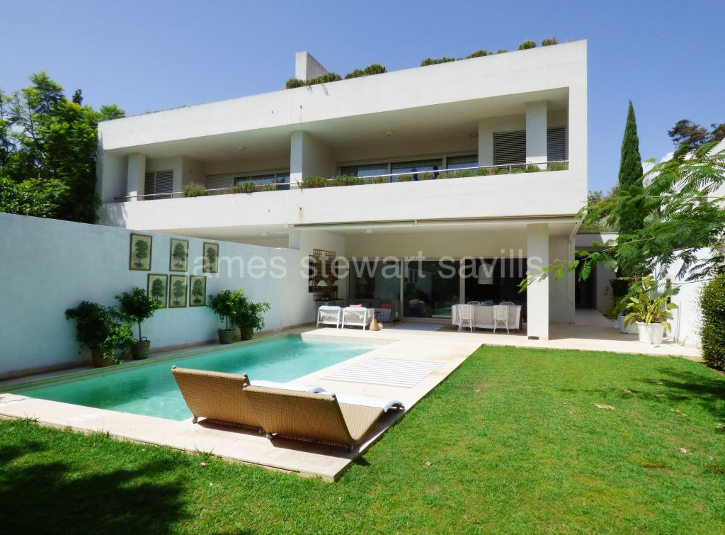 Sotogrande, Stunning 5 bedroom semi-detached contemporary house in Sotogrande costa