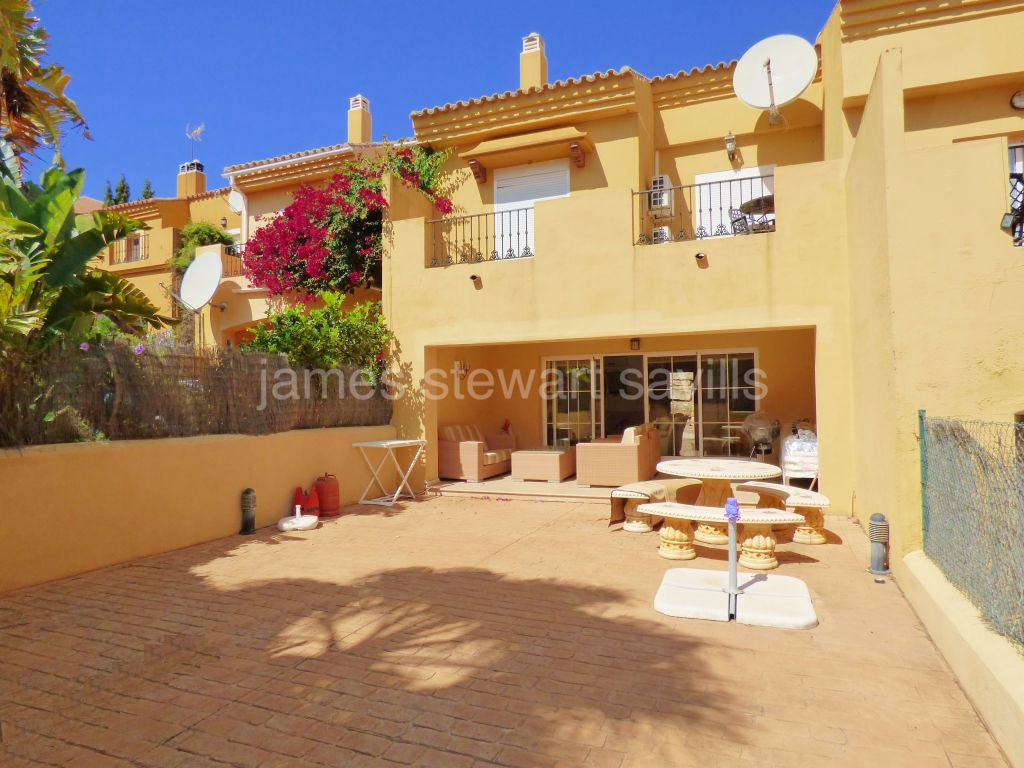 Alcaidesa, Great 3 bedroom townhouse in a gated community very close to the beach