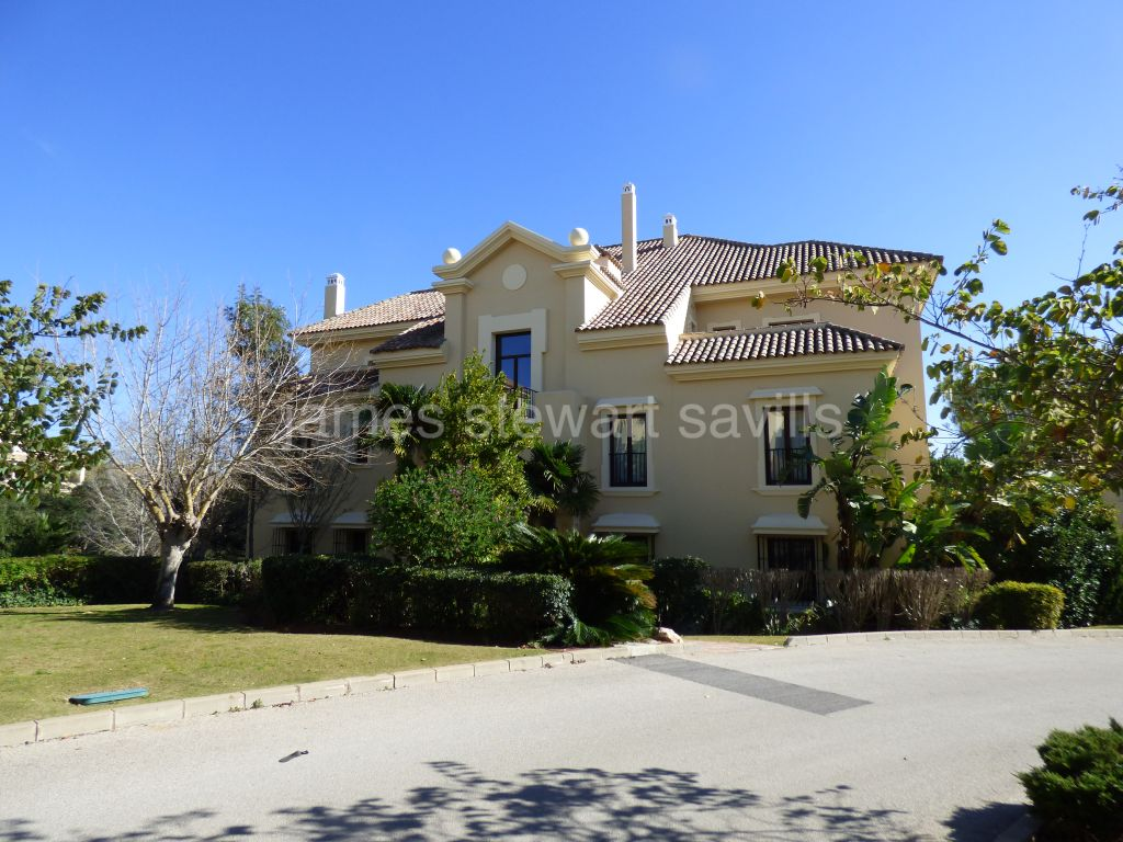 Sotogrande, EXCLUSIVE - 4 bedroom ground floor apartment