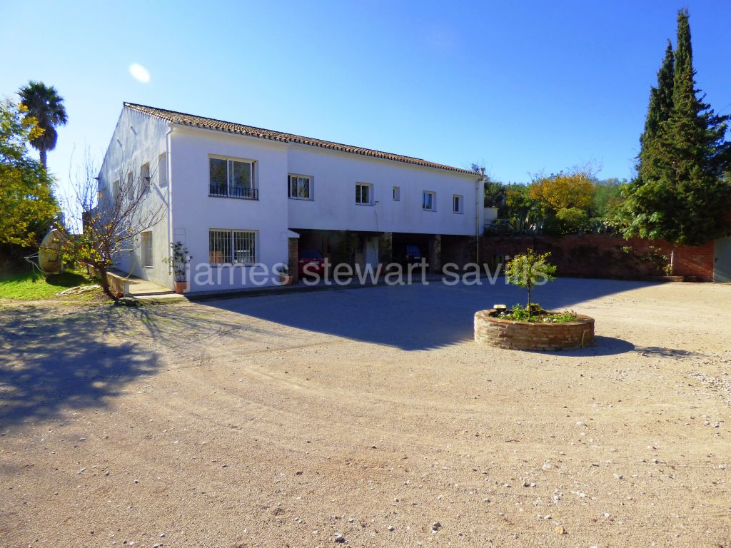 San Enrique de Guadiaro, Large country house minutes from Sotogrande with amazing sea views