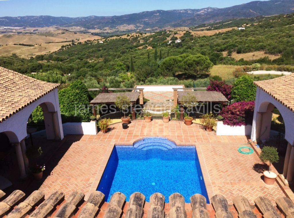 Gaucin, A beautiful cortijo style property overlooking the San Pablo valley and beyond