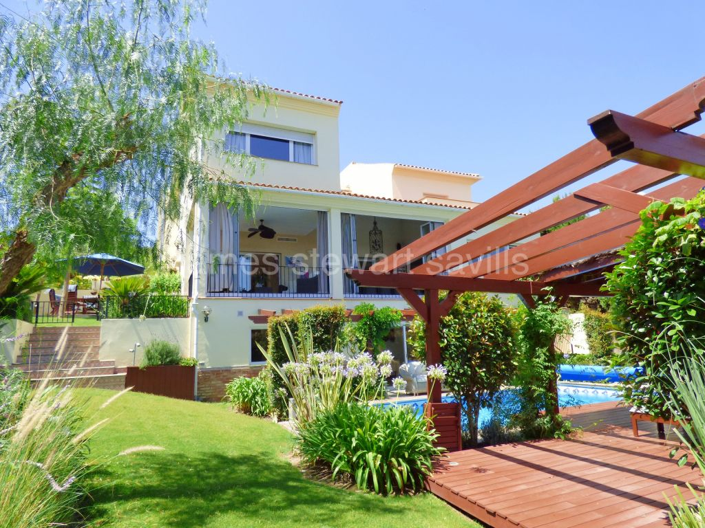 Sotogrande, Excellent condition 5 bedroom villa with 2 offices - ideal for working from home