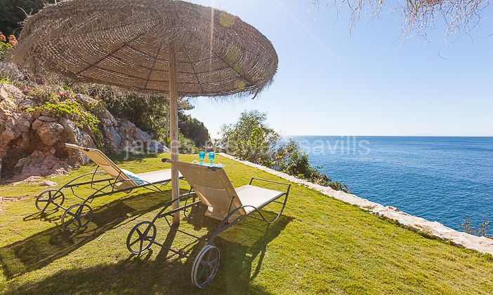Almuñecar, Contemporary sea front villa for sale in Almuñecar