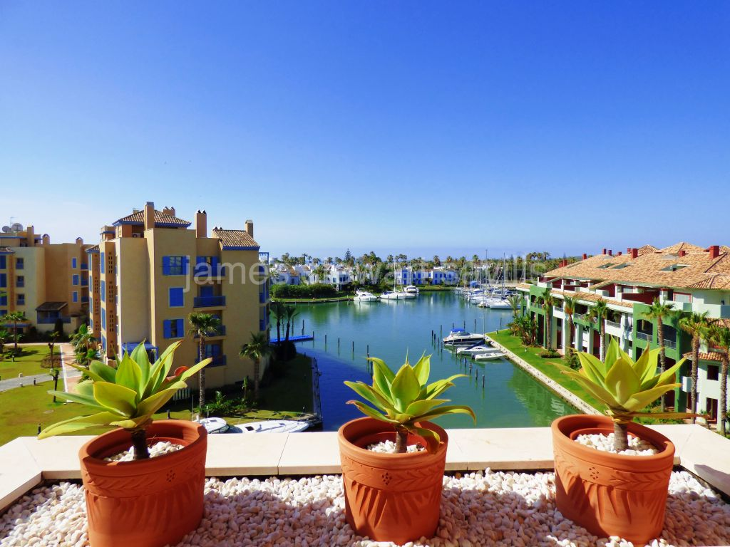 Sotogrande, Excellent 3 bedroom penthouse with solarium in Sotogrande Marina