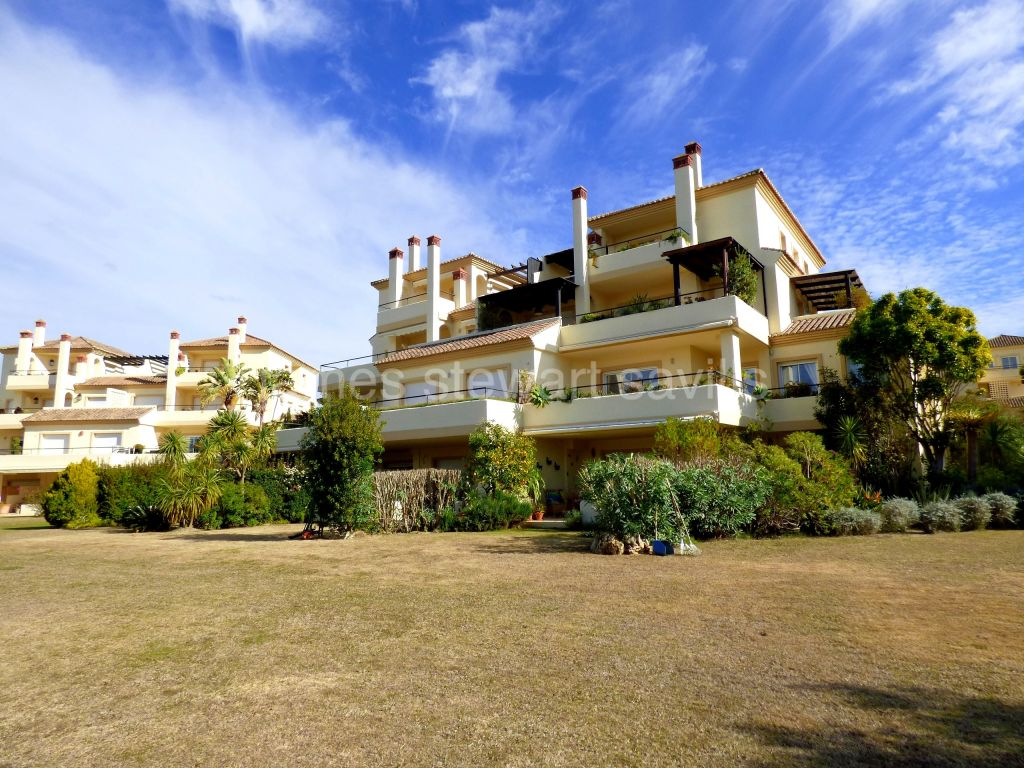 San Roque, Spacious 3 bedroom ground floor apartment within the San Roque Golf Resort
