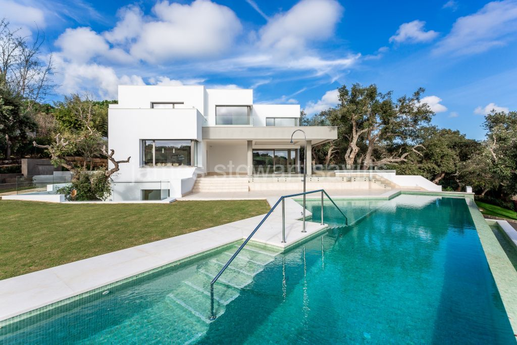Sotogrande, Brand new villa close to completion very close to the Sotogrande International School