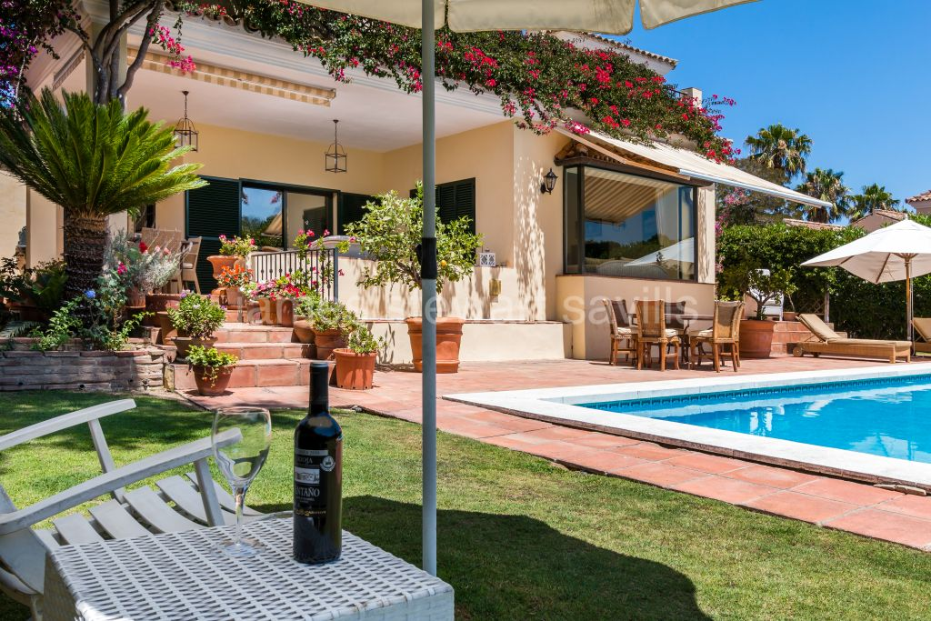 Sotogrande, Lovely bright, airy home with gorgeous country and golf views