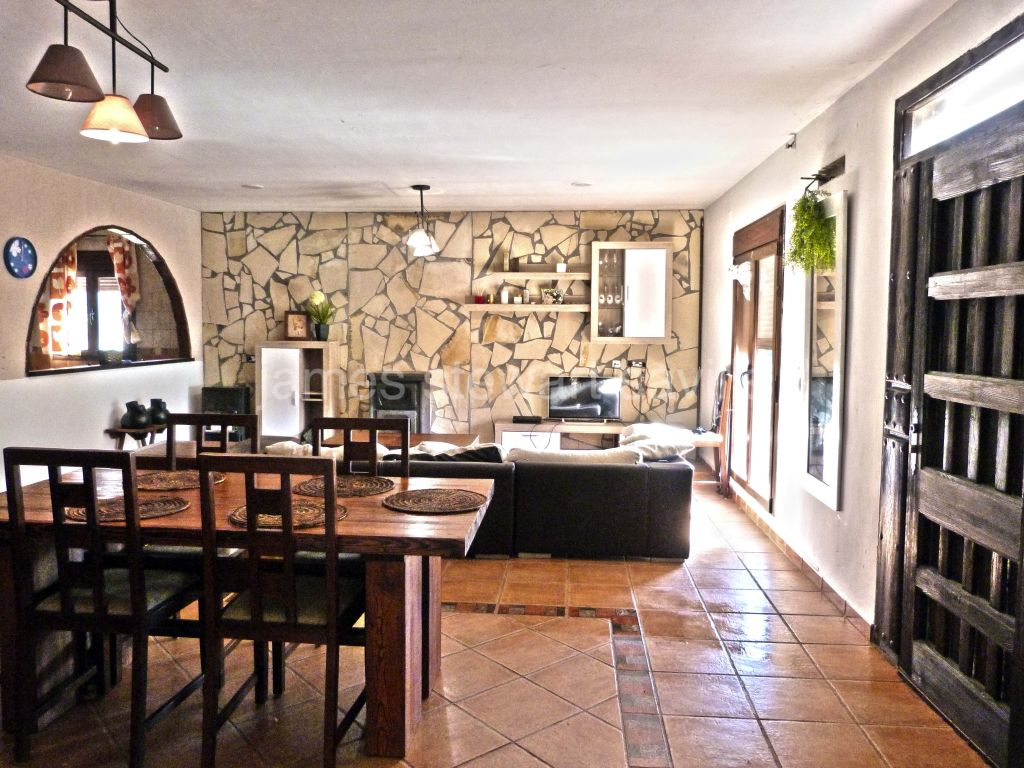 San Martin del Tesorillo, Great country house needing some finishing outside San Martin which is close to Sotogrande