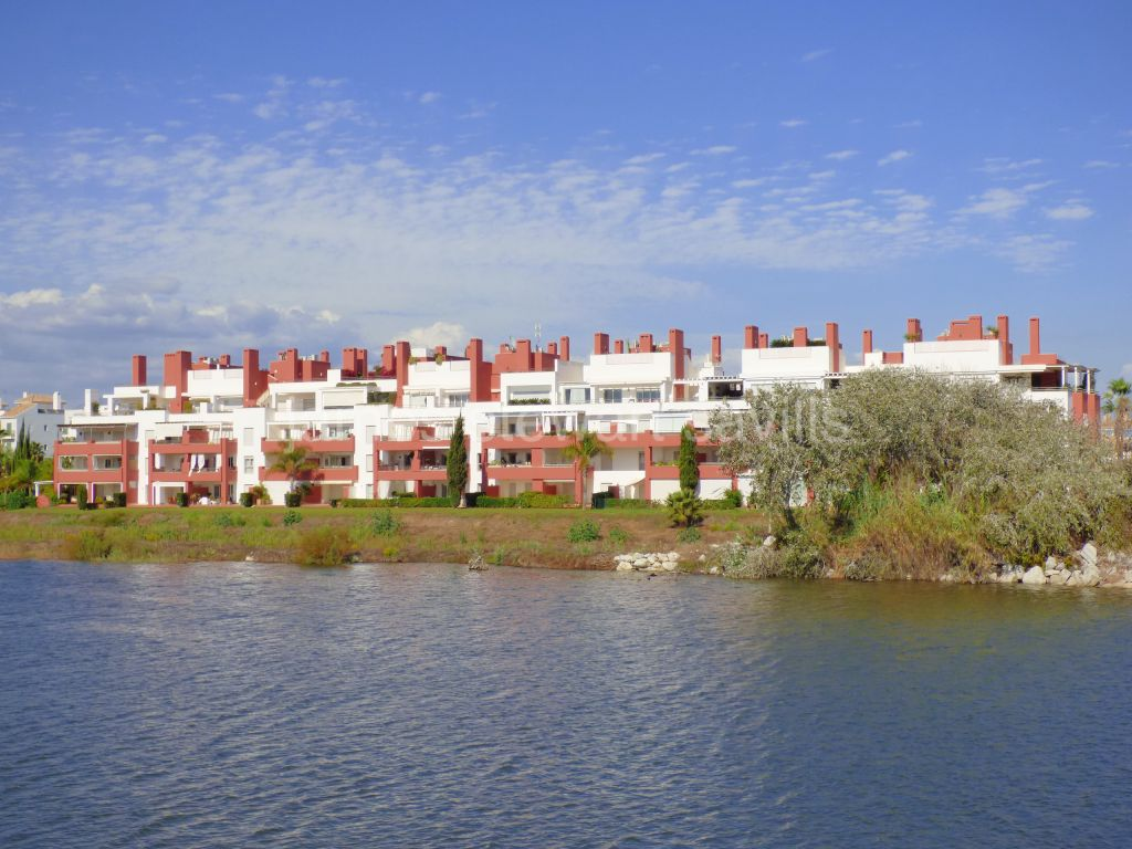 Sotogrande, 3 bedroom apartment with lovely panoramic river and sea views