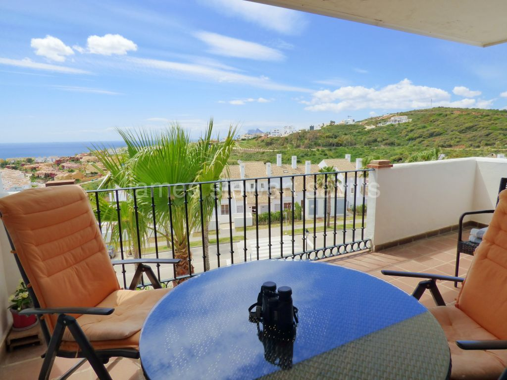 Alcaidesa, Extremely nice 2 bedroom apartment with lovely sea and Gibraltar views