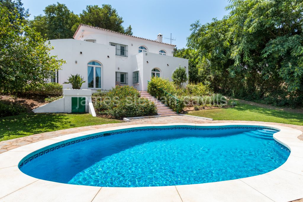 Sotogrande, Refurbished villa with lovely country/golf views close to the Intl School