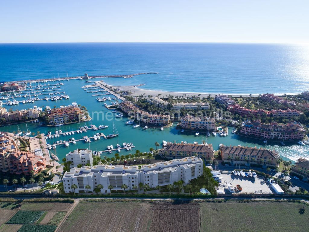 Sotogrande, Off plan Sea view apartments in Sotogrande Marina from just € 375,000