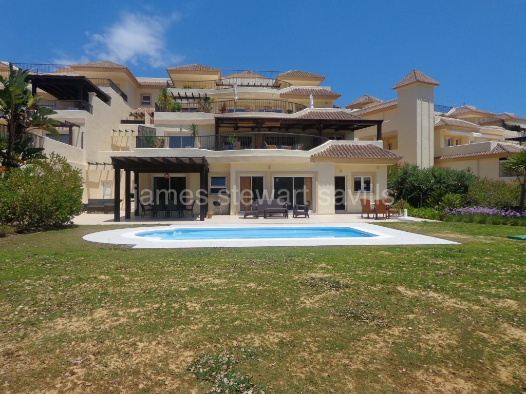 San Roque, Lovely 3 bedroom garden apartment with private heated pool