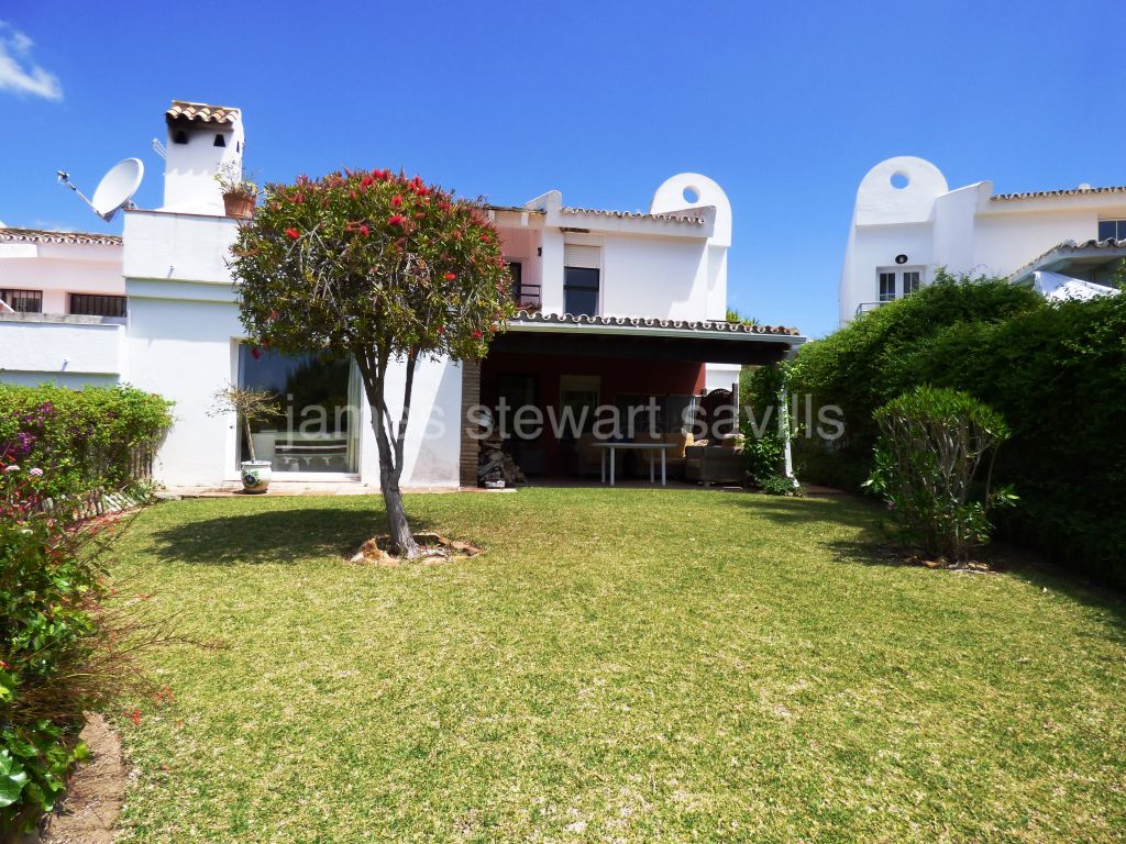 Sotogrande, Very well positioned semi-detached house in Sotomar, Sotogrande Alto