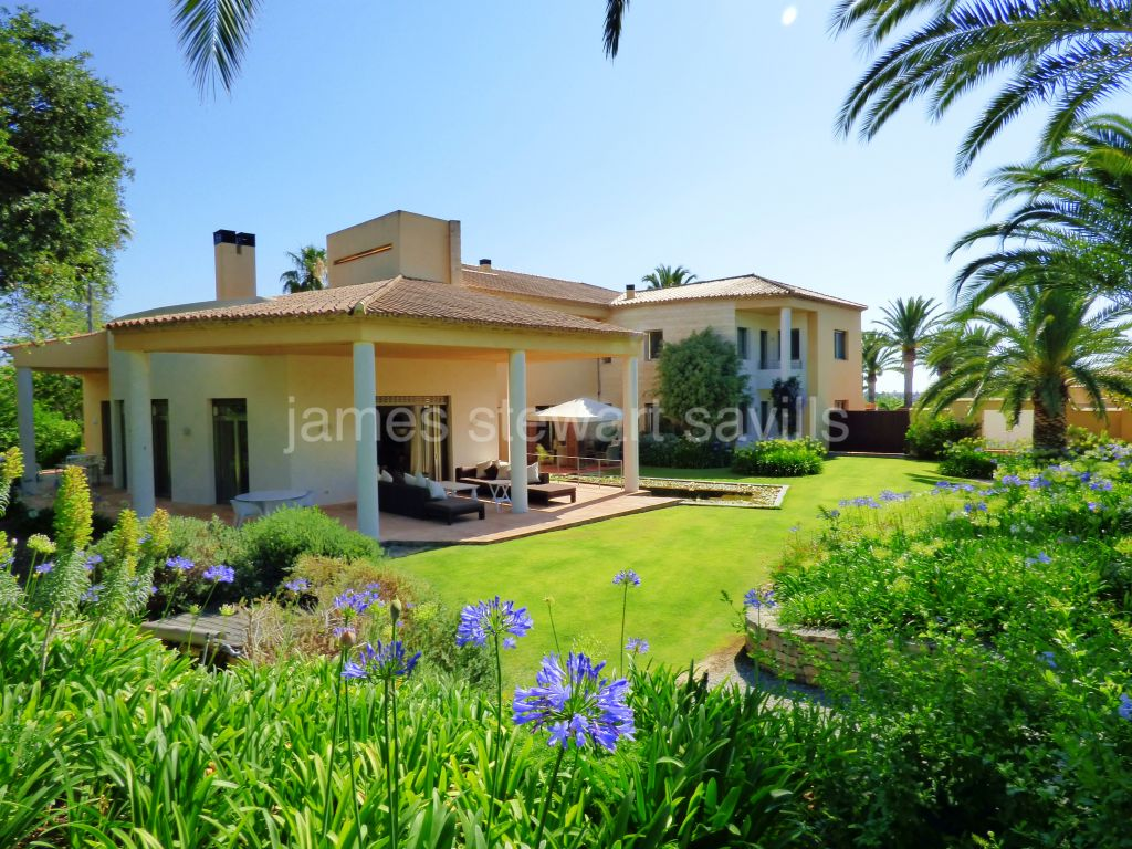 Sotogrande, Beautiful and extremely private 6 bedroom villa in Kings & Queens