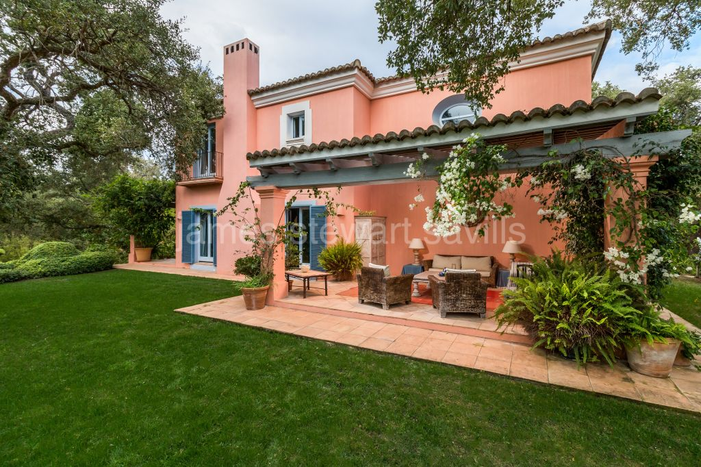 Sotogrande, Lovely Cortijo style home which feels like being in the country yet within Sotogrande
