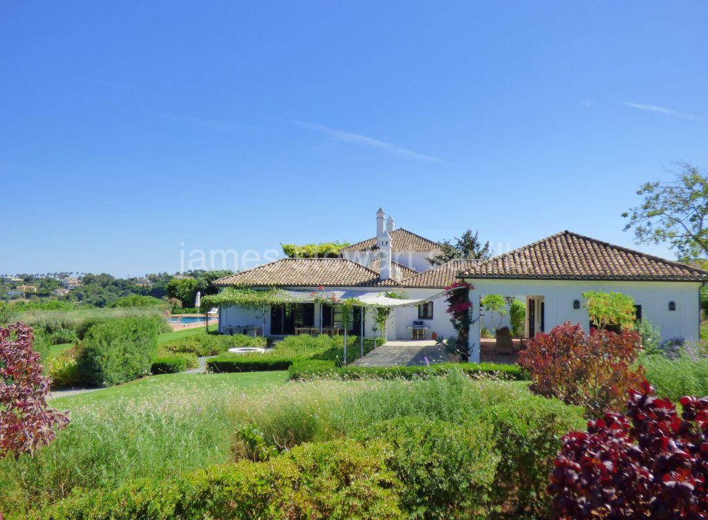 Sotogrande, Superb villa with sea views on an over 11,000m2 plot