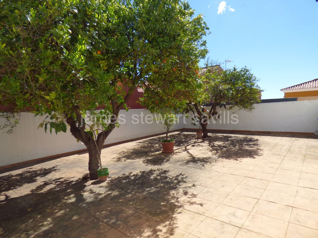 Pueblo Nuevo de Guadiaro, Village house with neighbouring plot for garden, pool etc.