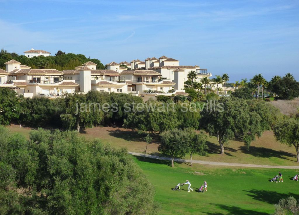 San Roque, Great 4 bedroom penthouse with golf and sea views in the San Roque Golf Resort