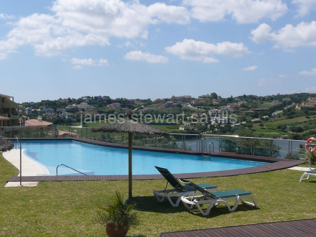 Sotogrande, Great duplex penthouse with panoramic Almenara golf views