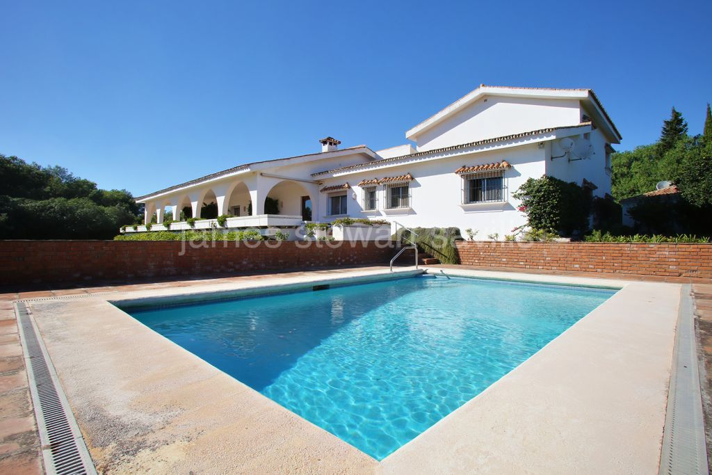 Sotogrande, Frontline Valderrama double plot with large 6 bedroom villa