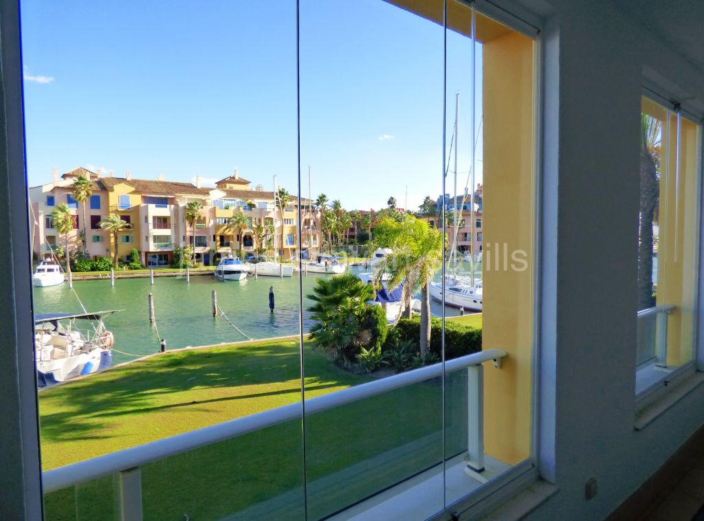 Sotogrande, EXCLUSIVE - Lovely 2 bedroom apartment with stunning Marina views