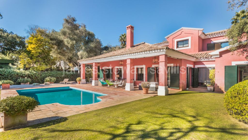 Sotogrande, Charming villa overlooking a green zone in a quiet road