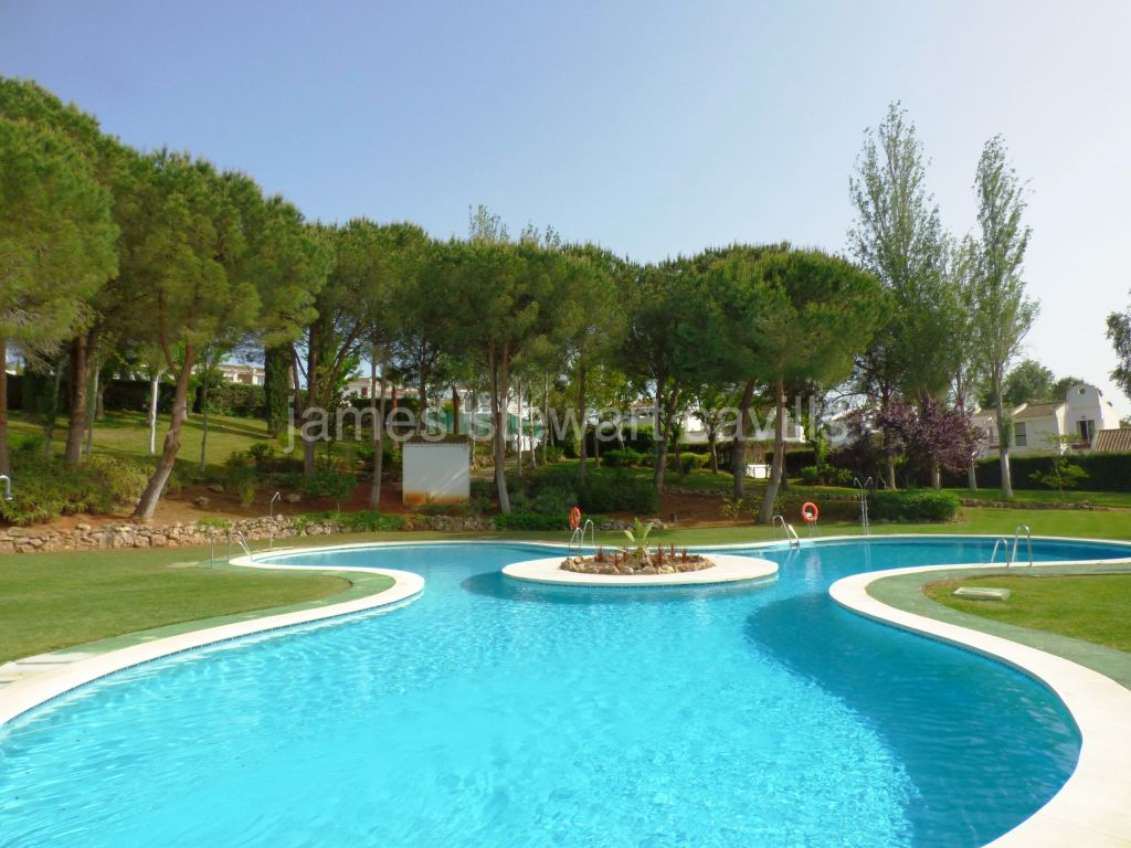 Sotogrande, Very nice semi-detached house in a very popular community in central Sotogrande