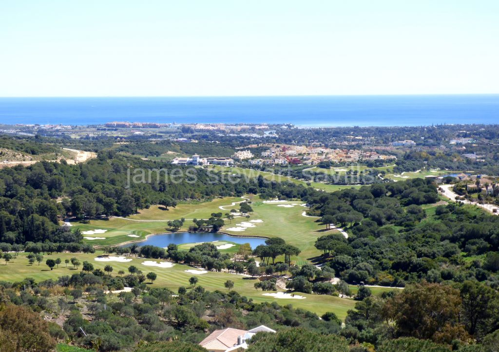 Sotogrande, Double plot in La Reserva with panoramic sea views and dual road access